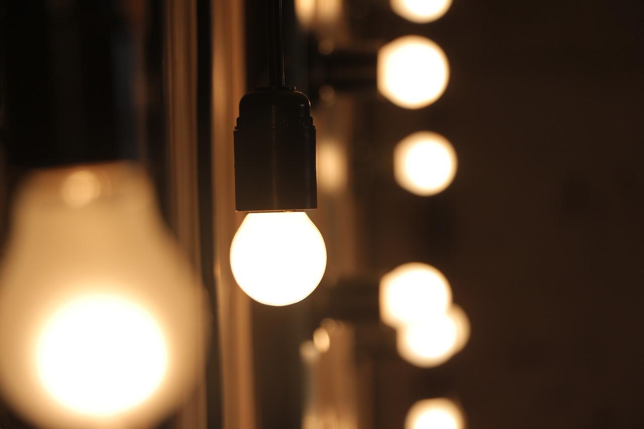 Luminaire, osez les ampoules suspendues